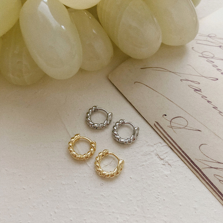 (1+1구매시 할인) mini twist one-touch ring earring(2color)