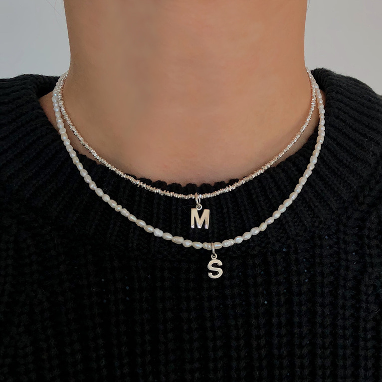 [자체제작/이니셜 포함!] 925silver initial fresh-water necklace(2color)
